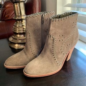 Ivanka Trump Olive Green Size 7 Suede Ankle Boots